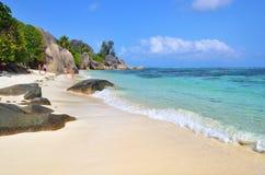 在塞舌尔群岛海岛,拉迪格岛,来源D上的花岗岩多岩石的海滩 库存照片