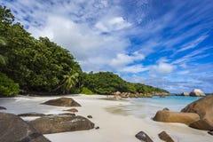 在塞舌尔群岛的天堂海滩 免版税库存照片