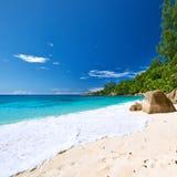 在塞舌尔群岛的美丽的Anse监督海滩 免版税库存照片