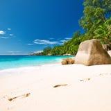 在塞舌尔群岛的美丽的Anse监督海滩 免版税图库摄影