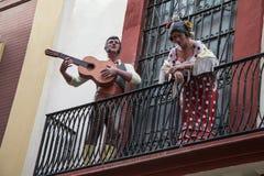 在塞维利亚街道的佛拉明柯舞曲 库存照片