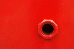 在填装汽油的船的孔 免版税库存照片