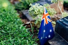 在墓碑的澳大利亚旗子 库存照片