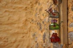 在墙壁上的三个葡萄酒瓶 免版税库存图片