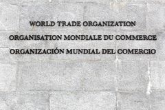 在墙壁上的世界贸易组织题字 图库摄影
