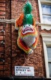 在墙壁上的中国龙在Wardour街,伦敦 免版税图库摄影