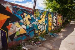 在墙壁上的五颜六色的街道画 免版税库存照片