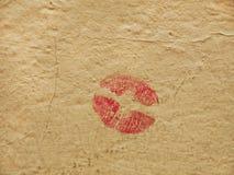 在墙壁上的亲吻 免版税库存图片