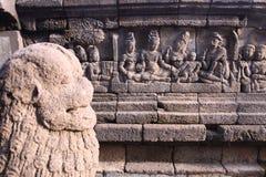 在墙壁上的低音替补在Borobudur寺庙 免版税库存图片