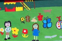 在墙壁上的儿童的绘画 免版税库存照片