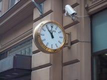在墙壁上的劳力士手表在赫尔辛基街道  免版税库存照片