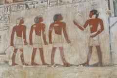在墙壁上的古老绘画在埃及坟墓 库存图片