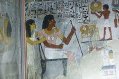 在墙壁上的古老绘画在埃及坟墓 图库摄影