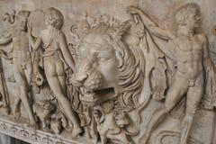 在墙壁上的古老题字,砖墙,古色古香的标志,背景,罗马文本 库存照片