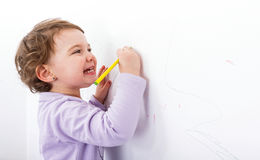 在墙壁上的可爱的儿童图画 库存照片