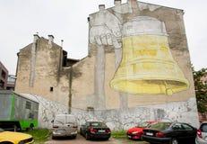 在墙壁上的呼喊的人街道画图片 图库摄影