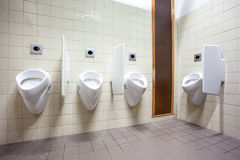 在墙壁上的尿壶 免版税库存图片