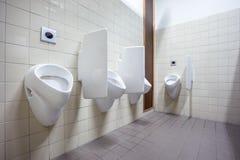 在墙壁上的尿壶 免版税库存照片