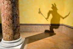 在墙壁上的恶魔的阴影 图库摄影
