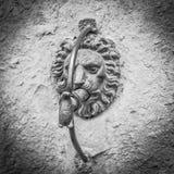 在墙壁上的恶魔石头 免版税库存照片