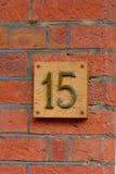 在墙壁上的房子号码15标志 库存照片