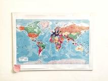 在墙壁上的旅行地图 图库摄影