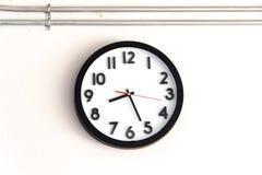 在墙壁上的时钟 免版税库存照片