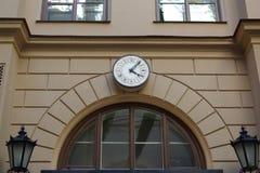 在墙壁上的时钟 图库摄影