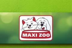 在墙壁上的最大的动物园商标 库存照片