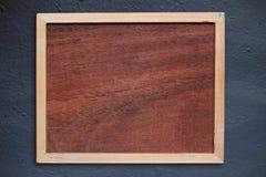 在墙壁上的木制框架 免版税库存图片
