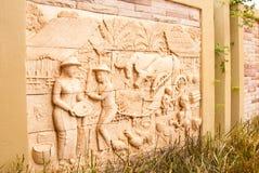 在墙壁上的泰国传统艺术 库存图片