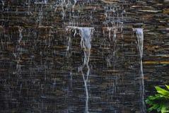 在墙壁上的瀑布在我的房子里 免版税库存照片