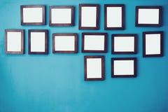 在墙壁上的照片框架 库存照片