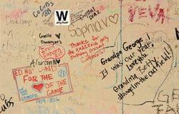 在墙壁上的爱好者街道画在2016年联赛以后的里格利领域芝加哥Cub雅尼银行WinStatue  库存图片