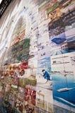 在墙壁上的现代艺术陈列在街市汉城 免版税库存照片