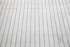 在墙壁上的白色具体室外盖瓦 免版税图库摄影