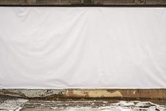 在墙壁上的白色帐篷 门面恢复 库存照片