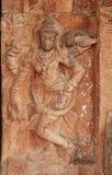 在墙壁上的石浅浮雕寺庙复杂Hemakuta小山在亨比,卡纳塔克邦,印度 库存照片