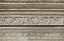 在墙壁上的石装饰品。印度尼西亚,巴厘岛 免版税图库摄影