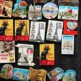 在墙壁上的磁铁从巴黎 库存图片
