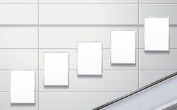 在墙壁上的空白的广告牌 免版税库存图片
