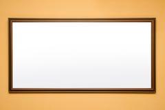 在墙壁上的空白的框架在博物馆 库存照片