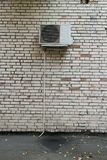 在墙壁上的空调 图库摄影