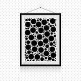 在墙壁上的简单的圈子照片框架-黑白背景模板 图库摄影