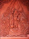 在墙壁上的红色Ganesha雕象在泰国寺庙 免版税库存图片
