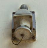 在墙壁上的老电源插座 免版税库存照片
