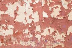 在墙壁上的老红色水泥膏药 免版税图库摄影