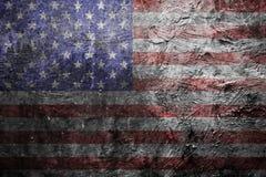 在墙壁上的脏的美国国旗 免版税图库摄影