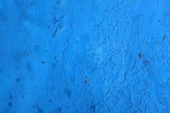 在墙壁上的蓝色参差不齐的绘画 免版税图库摄影