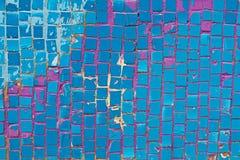 在墙壁上的蓝色锦砖 库存图片